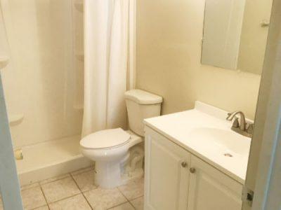 auction home bathroom